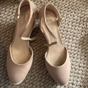 Marc Fisher tan wedges size 8 like new